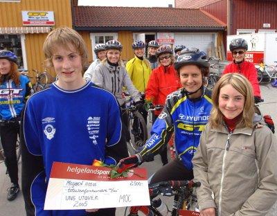 STIPEND:  Mosjøen og Omegn Cycleklubbs stipend til Ung utøver ble delt ut torsdag kveld. I år var det Sigurd Mæhre Svendsen og Lena Slind som fikk stipend på 2.500 kroner hver. Leder i sykkelklubben Lisbeth Albrektsen ga utøverne utmerkelsen.
