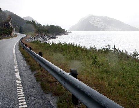SNART GRATIS: Riksveg 5 er snart bomfri, og det opnar for å bompengefinansiere både betre E39 og ein ny kystveg, meiner åtte næringslivsorganisasjonar i Nordfjord og Sunnfjord.