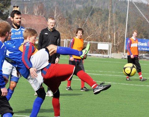 Moingens 4. divisjonslag er historie. Nå trekker klubben laget på grunn av for få spillere. Dette bildet er fra den siste treningskampen mot seriestart, som ble spilt mot Åmot.