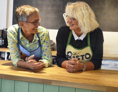 SAMARBEID: Torun Sørli og Birgitta Smedsrud blir å finne bak disken i Hadeland Landhandel.
