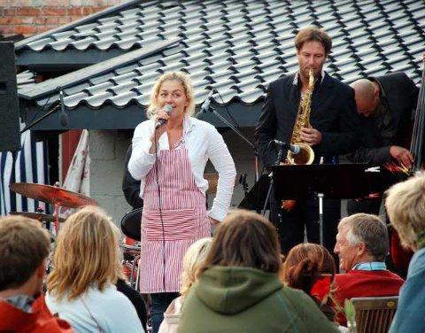 Takket for oppholdsvær: Elisabeth Holm var i strålende humør og tilfreds med oppholdsvær. (Foto: Siw Normandbo)