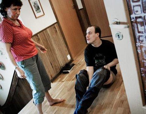 USELVSTENDIG: - Å plassere Kim Are i leilighet vil være et overgrep mot ham. Han klarer seg ikke alene, sier Vivian Bergli.