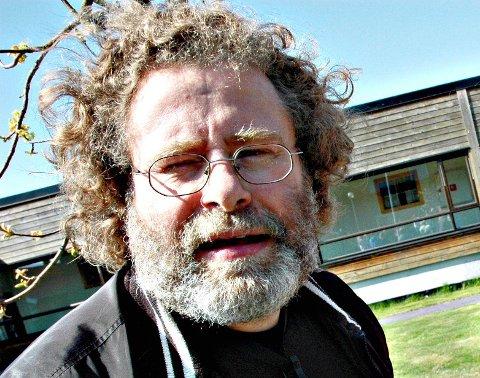 Avduking: Bjørn Sørvang Hansen har laget byste av Jacob Nicolai Wilse. Avdukingen av skulpturen skjer ved kommune- huset førstkommende lørdag.
