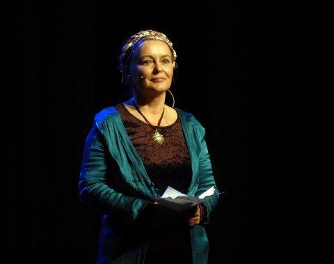 ORD: Kunstner Anne Britt Ravnå ledet publikum gjennom historien bak Mussorgskij-stykket