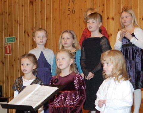 Myre kirkes barnekor ledes av Elise Johansen og Benedicte Hansen. De sang flott i Myre kirke på julaften.