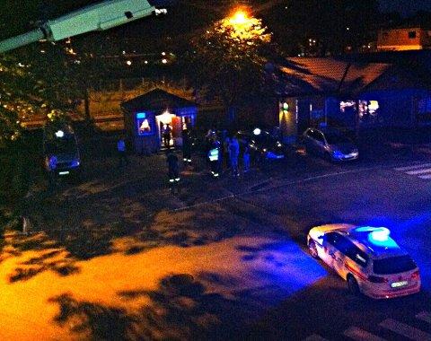 Her har politiet ankommet stedet, og slåsskampen er over. Foto: Tipser