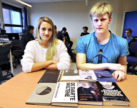 Åtte bøker: Maria Fagervoll og Martin Hestvik er to av elevene som har kommet gjennom noen av de åtte bøkene.