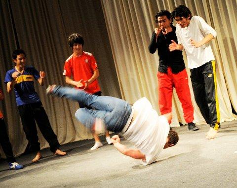 Studentene ved Kabul-universitetet jublet over Daniels dans.