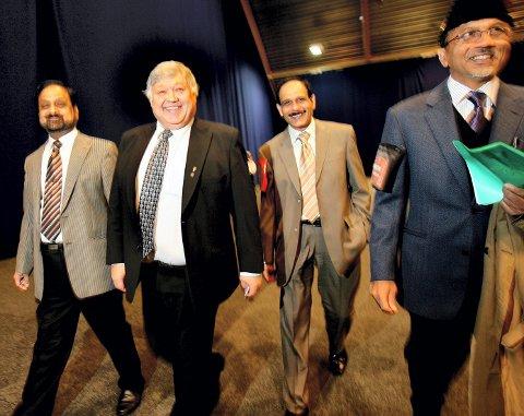 NYE VENNER: Harald Espelund fant fort tonen sammen med Fawad Khan (f.v.) fra Lørenskog, Riaz Ahmad, leder for Ahmadiyya i Ullensaker, og styremedlem Mahmood Ayaz i Ahmadiyya Norge.ALLE FOTO: TOM GUSTAVSEN