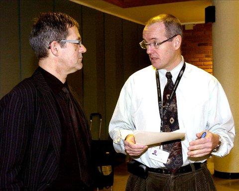 Styreleder Nils Kvernmo (til venstre) har gitt direktør Gunnar Bovim i oppdrag å utrede om Orkdal sykehus kan bli et sykehus med bare planlagte oppgaver. Foto: Ned Alley