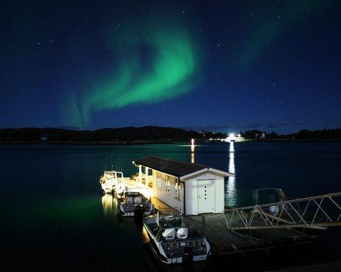 Nordlys. Spektakulært nordlys er også noe Nordskot Brygge kan tilby. Foto: Privat