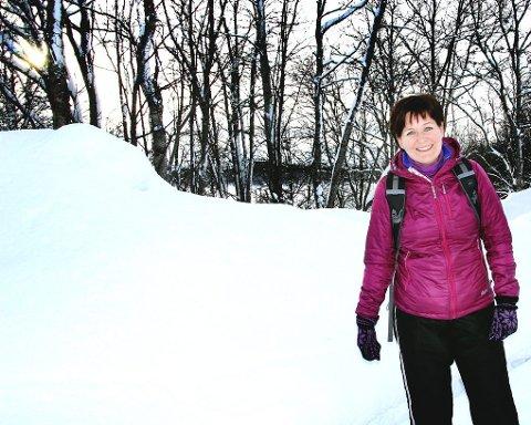 GÅR TIL JOBB: Elin Dragøy skal sykle Norge på langs i sommer. Da kommer det godt med at hun bruker å gå til jobb hver dag. Begge foto: Stian Saur