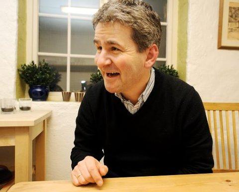 SMILER: Rolf Falk-Larssen kan smile av skandalen fra 1983. - Jeg ville ikke gjort noe annerledes, sier Falken i et av sine sjeldne intervjuer.