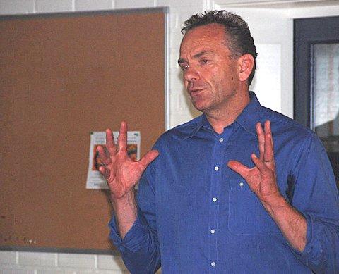 Møtet fant sted i forbindelse med Holmensatsingen og Holmeneier Arne Lindstøl var opptatt av å få frem at det skal skapes nye verdier på Holmen. Men som han også fremhevet: -Det har vært drevet verdiskapning på Holmen i atskillige år tidligere.