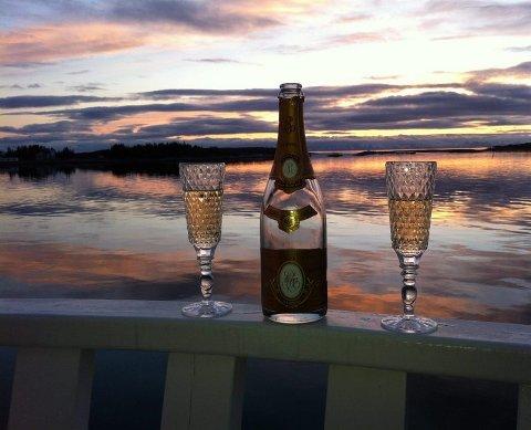 Champagne-utsikt. Både utsikten og lyset fra Nordskot Brygge er en champagne verdig. Foto: Privat