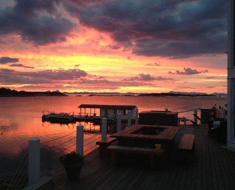 Kveldsstemning. Lyset langs Nordlandskysten er noe helt for seg selv. Denne kvelden er ikke noe unntak. Foto: Privat