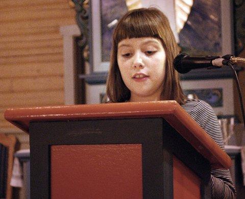 Charlotte Sommerseth Pedersen øver seg til rollen som Samuel under gudstjenesten.