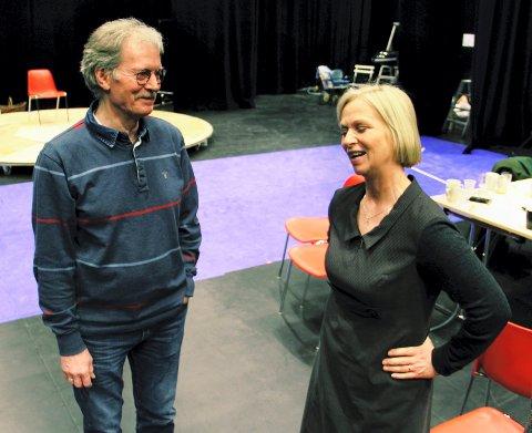 Teatersjef Janne Langaas hadde ideen om å bringe Øystein Sundes tekster til scenen, og det har ingen av de to angret på.