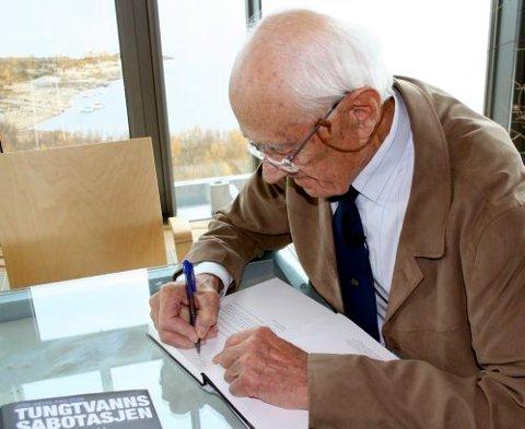 KRIGSHELT: Krigshelten Jens-Anton Poulsson, har skrevet ny bok om tungtvannsoperasjonene under 2. verdenskrig.