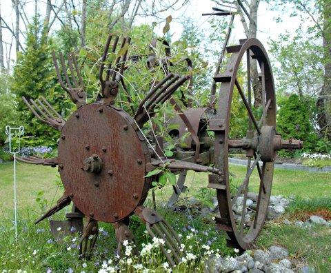 Pynter opp: Denne gamle potetopptakeren brukt på Mjærum gård i gamledager, har fått nytt liv.