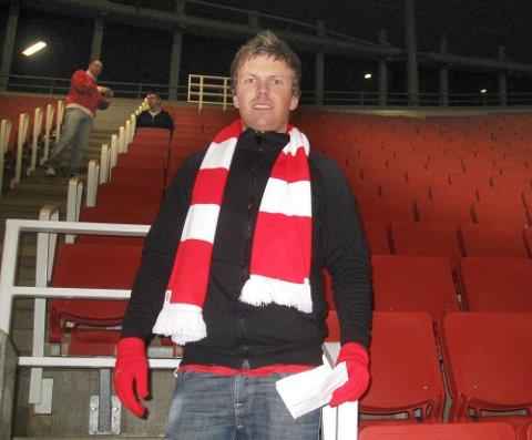 ANSVARLIG: Stian Breyholtz med feil supporterskjerf. - Bildet er tatt i England på fotballtur, sier han.