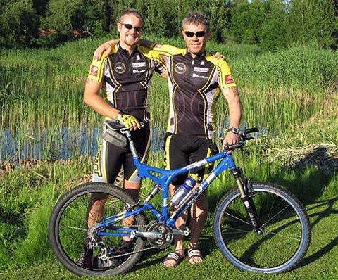 SYKLET GODT: Raymond Lian og Tom Eriksen fra Mosjøen og Omegn cycleklubb gjennomførte årets utgave av MTB Vättern.