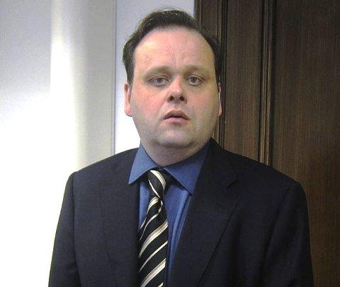 Advokat Rolf Knudsen setter sin lit til at elektroniske spor kan gi svar på siktedes bevegelser om kvelden 1. januar.
