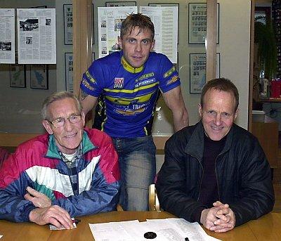 BLI MED: ? Bli med på trimkarusell, sier  Erling Klaussen (t.v.),  Tom Eriksen (midten) og Ulf Bastholm. Arrangørene kjører samme opplegg i år som i fjor.