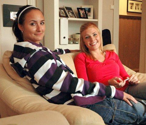 Marlin Jeanette Olsen og Helene Solstad trives med å bo i kollektiv, og de har begge to en personlig kontrakt med utleieren.