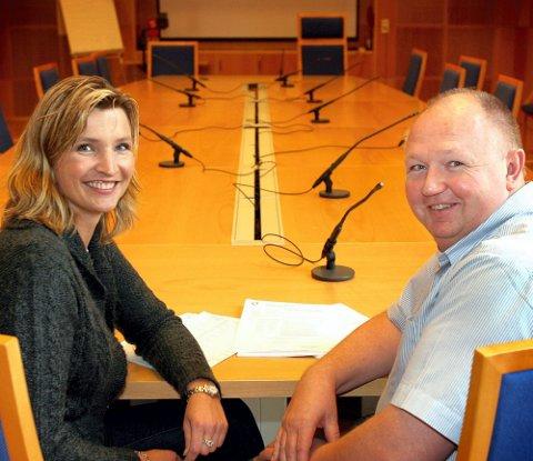 IKKE RÅD: Frps Tone Liljeroth og Øyvind Lensnes sier Skedsmo kommune ikke har råd til rådyre oppgraderinger på Strømmen stadion nå.  FOTO: KAY STENSHJEMMET