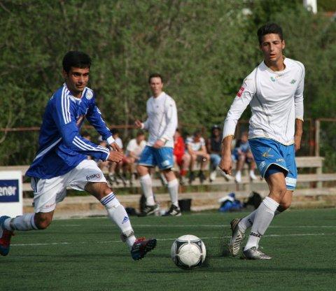 KJEMPET: Hamed Tajik (t.v.) var god for MIL, og her kjemper han med målscorer Christian Holst.