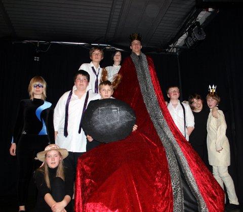 Overbevisende innsats av prinsene og reven: F.v Morten Nilsen Sørensen og Anders Brun spilte begge prinser, og Morten sjarmerte i tillegg som rev.