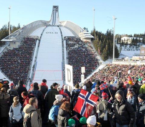 FOLKEFEST: Under ski-VM i Holmenkollen kunne vi ane det «norske»: En voldsom, ureflektert entusiasme ? et naivt uttrykk for samhørighet. Foto: Terje Pedersen, ANB
