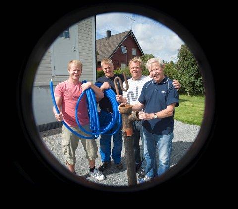 Et rørperspektiv på rørleggerfamilien Olsen. Fra høyre Roy Olsen, Jørn Olsen,Torje Olsen og Sindre Olsen som nå har startet eget firma.