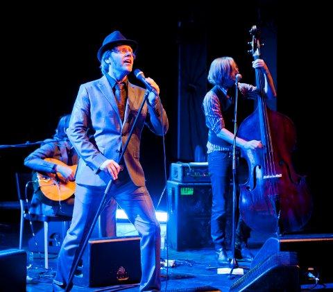 SJARMBOMBE: Christiansand String Swing Ensemble, med vokalist Miguel Emilio Steinsland i sin midte, sjarmerte stort med sitt vitale spill og energiske sceneopptreden.