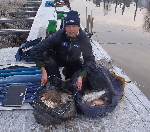 Bror Niklas Strengelsrud tok en 3. plass med sine 51,8 kilo fisk.  Foto: Raufjøringen.no