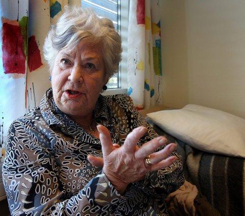 REAGERER: Aase Rommen behandlerleddgikt med akupunktur. Hun er rasende på NRKs program.