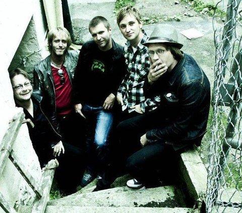 HALDENROCK: Blaff har holdt på siden 2010, og inspirert av Raga Rockers og AC/DC gir de energiske opptredener. (Pressefoto)