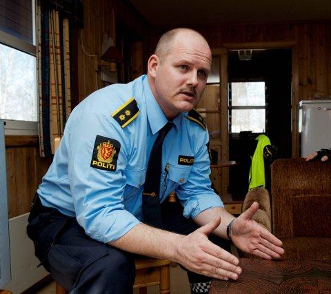 LURT?: Jeg er usikker på om det er lurt å sykle to og to i bredden, selv om det er lov, sier politiets trafikkoordinator Robert Bjørklund.