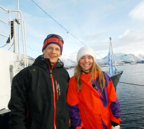 Pia Nic. Gundersen vant Norges største frikjøringskonkurranse i helga. Her sammen med Asle Kinnerød under en pause i opptakene av «Oppdrag Nord-Norge»på Sortland nylig.