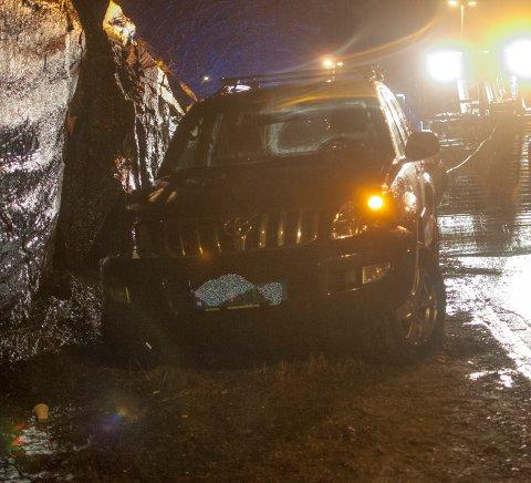 Bilen ble blåst av veien.