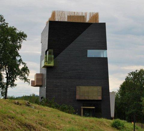 LANDEMERKE: Hamsunsenteret er blitt et landemerke på Presteid. Bygget tiltrekker seg stadig mer nasjonal og internasjonal oppmerksomhet, nå sist som vinner av Statens Byggeskikkpris for 2011.