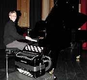 VALGETS KVALBlir det tangenter eller knapper Christian Jordfald Sporild har ikke bestemt seg for hvilket instrument han skal spille på Ungdommens kulturmønstring. Men at han skal delta er helt sikkert
