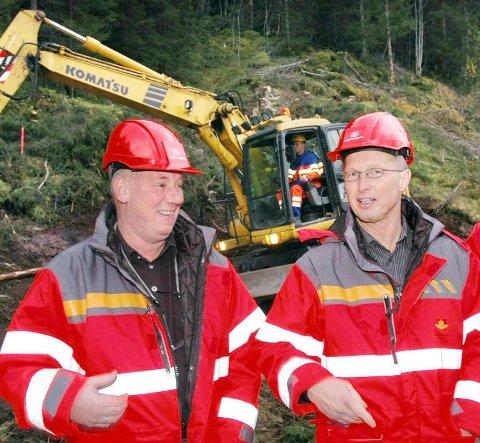 Distriktssjef Jan Arild Johansen (t.h.) fotografert sammen med Vegvesenets byggeleder, John Magne Frisvold, da arbeidet med Skrøotunnelen startet.