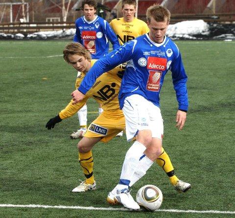 TILBAKE: Andreas Jensen (foran) og Eirik Nergård (bak) pendler fra Østfold for å spille fotball med MIL. Begge er tilbake etter et opphold.