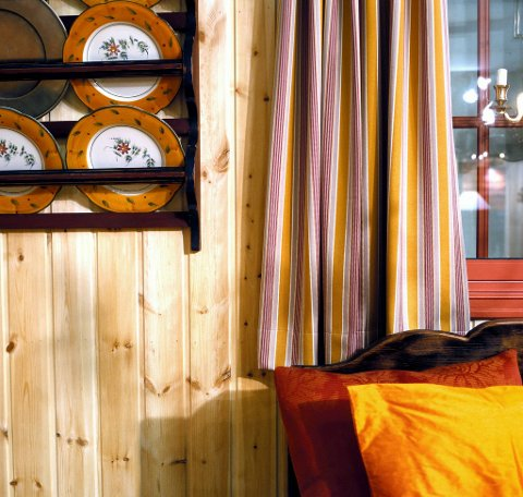 På hytta kan det være både pent og smart med hvite, lyse vegger.