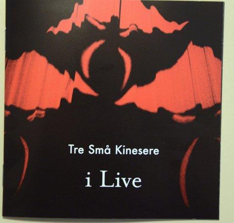 TRE SMÅ KINESERE: «i Live» (Universal)  16 spor, spilletid: 57.45 Terning 4