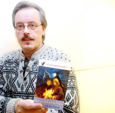 «Sjamanens rike» er den første spennings- og underholdningsserie som utkommer på samisk. Nå er forfatter Dag Ove Johansen klar for et dokumentarprosjekt, knyttet til «Sjamanens rike».