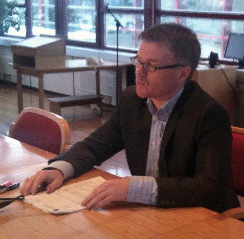Kontrollutvalgsleder Allan Rognan (H) under pressekonferansen fredag. Foto: Viktor Leeds Høgseth