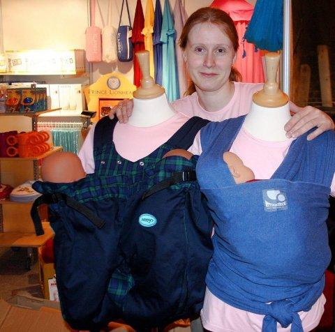 BÆR SELV: Bæresele for tvillinger var umulig å oppdrive da Irene Moen (32) fikk tvillinger, så det er selvfølgelig i vareutvalget når hun stiller på Foreldre- og barn-messa med sin nyåpnede nettbutikk med barneutstyr.ALLE FOTO: LENE HAANSHUS